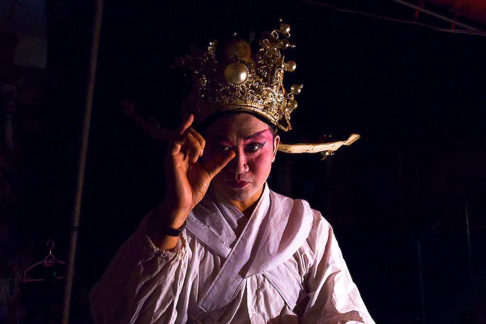A singer of the Nam Sin Opera Company before appearing on stage.