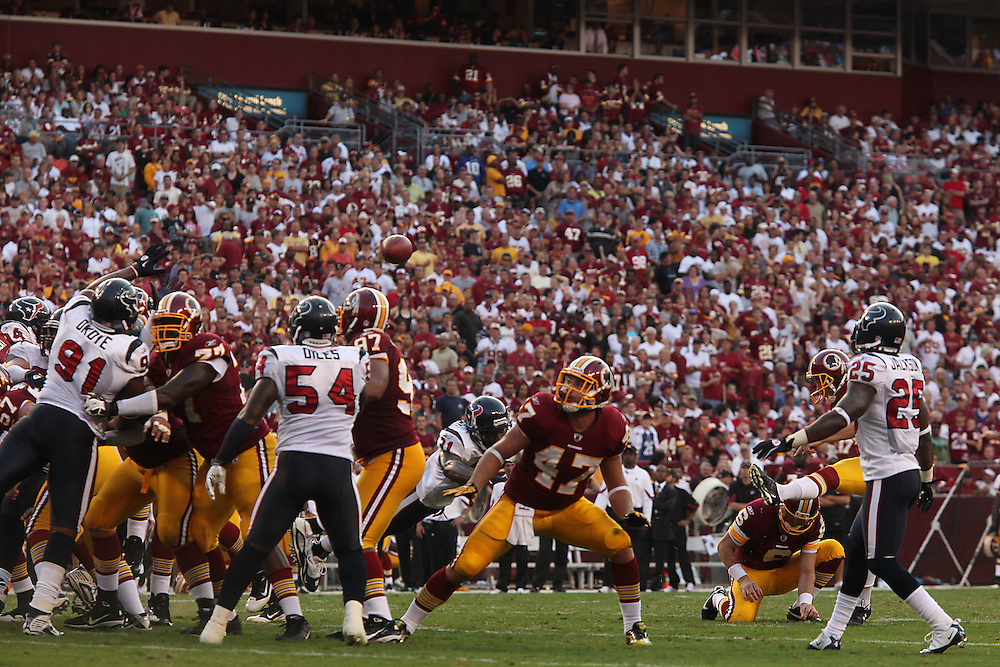 Landover, Md., Sept. 19, 2010 - Washington Redskins vs. Houston Texans - Gano makes a field goal in the 4th quarter.