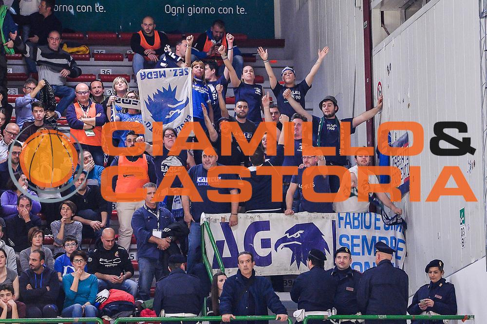 DESCRIZIONE : Beko Legabasket Serie A 2015- 2016 Dinamo Banco di Sardegna Sassari - Acqua Vitasnella Cantu'<br /> GIOCATORE : Eagles Cantu'<br /> CATEGORIA : Ultras Tifosi Spettatori Pubblico<br /> SQUADRA : Acqua Vitasnella Cantu'<br /> EVENTO : Beko Legabasket Serie A 2015-2016<br /> GARA : Dinamo Banco di Sardegna Sassari - Acqua Vitasnella Cantu'<br /> DATA : 24/01/2016<br /> SPORT : Pallacanestro <br /> AUTORE : Agenzia Ciamillo-Castoria/L.Canu