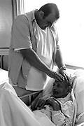 Casa do Caminho é um hospital de apoio,l com geriatria e psiquiatria em regime aberto que atende a cerca de 250 pacientes assistidos por cerca de 140 funcionários. Na casa do caminho, se respira caridade, carinho,jardins, tem cheirinho de limpeza e flor,tem música e escuta-se a melodia da paz. ´´Éum hospital de apoio, com poucos recursos mas é uma casa onde parece que não falta nada..Todos os dias tem fisioterapia para reabilitação e tratamento de pacientes da casa e da comunidade em geral. Os 130 pacientes da psiquiatria tem uma equipe multidisciplinar composta de médicos psiquiatras,psicólogos, assistente sociais, psicopedagogos,terapeutas ocupacionais, enfermeiros, auxiliares e técnicos de enfermagem. Existem 12 oficinas terapêuticas com a finalidade de resgatar o lado emocional do paciente e desenvolver a coordenação motora, a criatividade e apontando para trabalhos profissionalizantes. O Hospital de Apoio da casa do caminho tem por finalidade abrigar pacientes que necessitam de cuidados prolongados por doenças crônicas de ordem neurológica ,cardiológica peneumológica e reumatológica. Muitos dependem totalmente de cuidados nos leitos. Casa do caminho é um projeto do espírita Tadeu mas respira uma fé , uma paz e uma fraternidade ecumênica onde todas as crenças convivem harmoniosamente. Existe uma casa de orações para 600 pessoas onde se realizam reuniões públicas. A casa do caminho se mantém com doações. Qualquer ajuda pode ser feita pelo telefone(34)36625409 ou pelo e-mail: caminho.aax@zaz.com.br