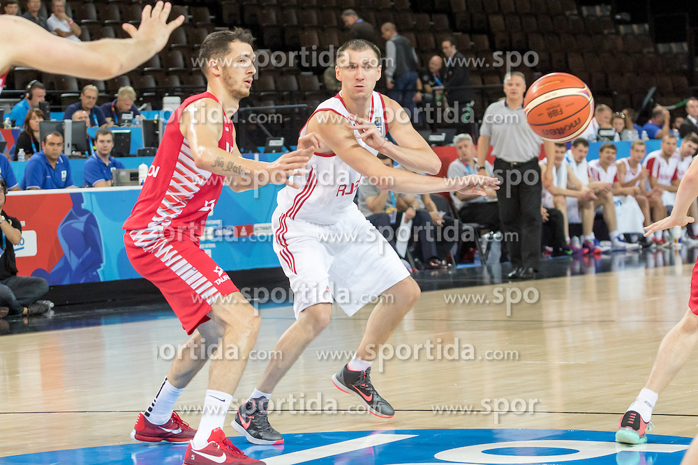 06.09.2015, Park Suites Arena, Montpellier, FRA, Russland vs Polen, Gruppe A, im Bild AARON CEL (5), VITALY FRIDZON (7) // during the FIBA Eurobasket 2015, group A match between Russia and Poland at the Park Suites Arena in Montpellier, France on 2015/09/06. EXPA Pictures &copy; 2015, PhotoCredit: EXPA/ Newspix/ Pawel Pietranik<br /> <br /> *****ATTENTION - for AUT, SLO, CRO, SRB, BIH, MAZ, TUR, SUI, SWE only*****