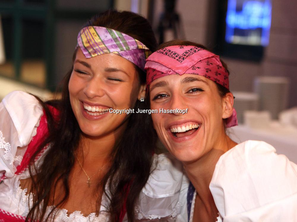 Generali Ladies Linz Open 2010,WTA Tour, Damen.Hallen Tennis Turnier in Linz, Oesterreich,.Players Party , L-R. Ana Ivanovic (SRB) und Andrea Petkovic (GER) haben Spass bei der Party,