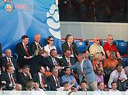 21-06-2008: Voetbal: Nederland-Rusland: Basel <br /> Johan Cruijff geeft Prins Willem-Alexander een hand voorafgaand aan de wedstrijd tegen Rusland<br /> Foto: Geert van Erven