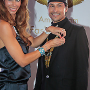 NLD/Amsterdam/20110521 - Amsterdam fashion Gala 2011, Visagist Roberto Dresia ontvangt Carriereprijs