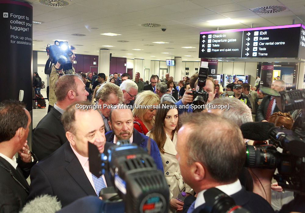 Alex Salmond talking to the TV press. <br /> Pro-independence business leaders gather.  Brian Souter of Stagecoach, Marie MacKlin of Klin Group, Ralph Topping, former chief executive of William Hill, and Mohammed Ramzen, of United Wholesalers. Welcome to Scotland sign, International Arrivals, Edinburgh Airport.<br /> Pako Mera/Universal News And Sport (Europe) 15/09/2014
