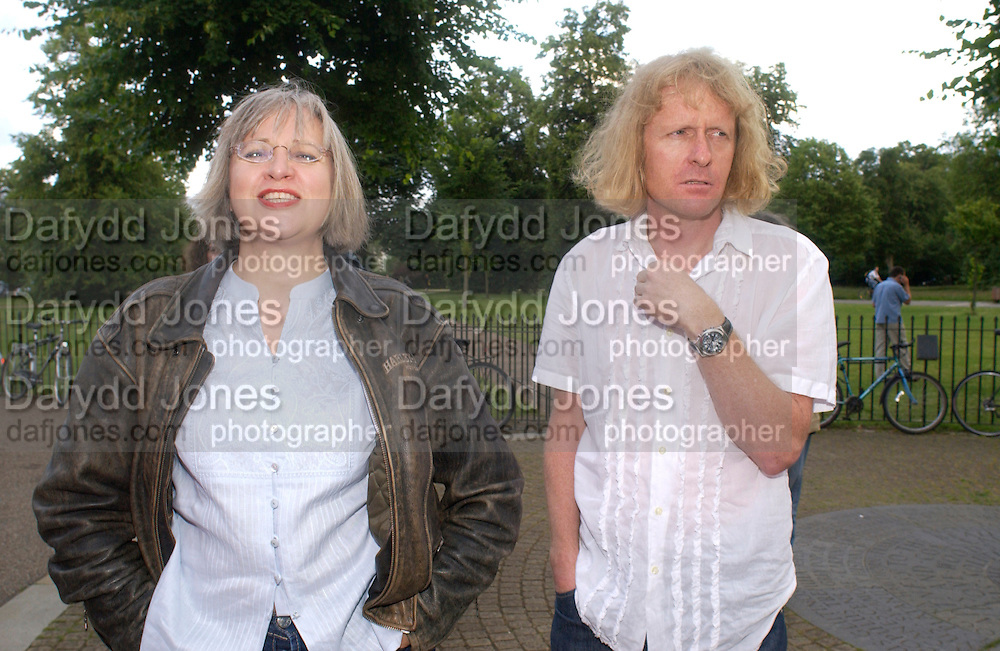 Phillipa and Grayson Perry, Gabriel Orozco, Serpentine, 30 June 2004. SUPPLIED FOR ONE-TIME USE ONLY-DO NOT ARCHIVE. © Copyright Photograph by Dafydd Jones 66 Stockwell Park Rd. London SW9 0DA Tel 020 7733 0108 www.dafjones.com