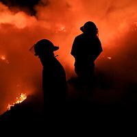 Capulhuac, Mex.- Bomberos de al menos seis municipios del Valle de Toluca trabajan para lograr el control y la extinci&oacute;n del incendio de mas de 15 h&eacute;ctareas del tiradero de basura intermunicipal que dio inicio la madrugada de hoy en Capulhuac muy cerca de Santiago Tianguistenco en el Estado de M&eacute;xico. Agencia MVT / Mario Vazquez de la Torre. (DIGITAL)<br /> <br /> <br /> <br /> NO ARCHIVAR - NO ARCHIVE