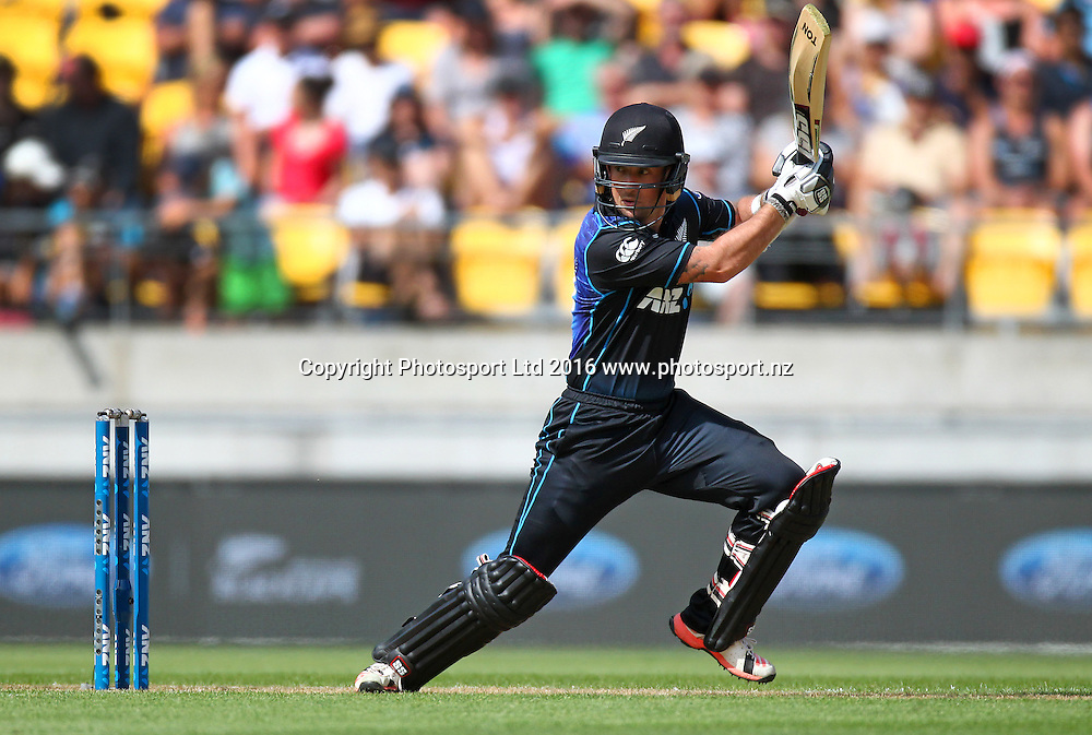 Luke Ronchi bats. New Zealand Black Caps v Australia, 2nd match of the Chappell-Hadlee ODI Cricket Series. Westpac Stadium, Wellington, New Zealand. Saturday 6th February 2016. Copyright Photo.: Grant Down / www.photosport.nz