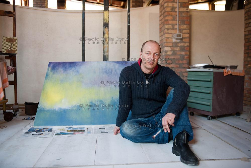 Giudecca. Area Ex Birreria Dreher. Daniele Bianchi pittore veneziano divide lo studio con Serena Nono.