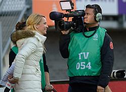20-05-2015 NED: Nederland - Estland vrouwen, Rotterdam<br /> Oefeninterland Nederlands vrouwenelftal tegen Estland. Dit is een 'uitzwaaiwedstrijd'; het is de laatste wedstrijd die de Nederlandse vrouwen spelen in Nederland, voorafgaand aan het WK damesvoetbal 2015 / Hélène Hendriks, Peter Groeneveld