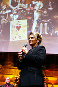 Wiesbaden | 30.10.2010..Vita Gala im Kurhaus Wiesbaden, hier: Martina Krueger (BILD) bekommt eine Auszeichnung...©peter-juelich.com..[No Model Release | No Property Release]