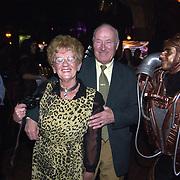 Uitreiking populariteitsprijs 2002, vader en moeder Gerard Joling