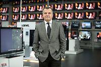 16 DEC 2008, BERLIN/GERMANY:<br /> Leopold Stiefel, Unternehmer, Mitbegruender der Elektrogrossmarktkette Media Markt, ehem. Geschaeftsfuehrer und Gesellschafter der Media-Saturn-Holding, im Media Markt, Alexia Einkaufszentrum, Alexanderplatz<br /> IMAGE: 20081216-01-006