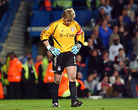 Fotball<br /> Champions League 2004/05<br /> Chelsea v Bayern München<br /> 6. april 2005<br /> Foto: Digitalsport<br /> NORWAY ONLY<br /> Bayern Munich's Oliver Kahn looks a beaten man as Chelsea score four