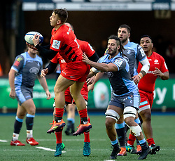 Alex Lewington of Saracens claims the highball<br /> <br /> Photographer Simon King/Replay Images<br /> <br /> European Rugby Champions Cup Round 4 - Cardiff Blues v Saracens - Saturday 15th December 2018 - Cardiff Arms Park - Cardiff<br /> <br /> World Copyright © Replay Images . All rights reserved. info@replayimages.co.uk - http://replayimages.co.uk