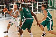 DESCRIZIONE : Avellino Lega A 2011-12 Sidigas Avellino Benetton Treviso<br /> GIOCATORE : Valerio Spinelli<br /> SQUADRA : Sidigas Avellino<br /> EVENTO : Campionato Lega A 2011-2012<br /> GARA : Sidigas Avellino Benetton Treviso<br /> DATA : 22/10/2011<br /> CATEGORIA : palleggio<br /> SPORT : Pallacanestro<br /> AUTORE : Agenzia Ciamillo-Castoria/A.De Lise<br /> Galleria : Lega Basket A 2011-2012<br /> Fotonotizia : Avellino Lega A 2011-12 Sidigas Avellino Benetton Treviso<br /> Predefinita :