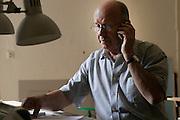 14.06.2006 Warszawa nz Stanislaw Fiszer architekt w swojej pracowni.Fot Piotr Gesicki