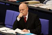 24 OCT 2003, BERLIN/GERMANY:<br /> Peter Struck, SPD, Bundesverteidigungsminister, waehrend der Bundestagsdebatte zum Einsatz von Bundeswehrsoldaten in K undus/A fganistan, Plenum, Deutscher Bundestag<br /> IMAGE: 20031024-01-030