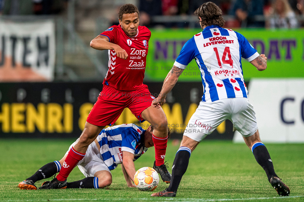 12-05-2018 NED: FC Utrecht - Heerenveen, Utrecht<br /> FC Utrecht win second match play off with 2-1 against Heerenveen and goes to the final play off / Cyriel Dessers #11 of FC Utrecht, Marco Rojas #7 of SC Heerenveen