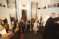 10 JAN 2001, BERLIN/GERMANY:<br /> Vertretung des Freistaates Bayern beim Bund, Eingangshalle, waehrend einem Empfang anlaesslich des Neujahrskonzertes<br /> IMAGE: 20010110-03/01-32<br /> KEYWORDS: Landesvertretung