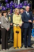 Prinses Máxima opent Week van het geld<br /> <br /> <br /> Hare Koninklijke Hoogheid Prinses Máxima der Nederlanden geeft maandagochtend 13 september in aanwezigheid van circa 200 kinderen het startsein voor de 'Week van het geld' op het Frederiksplein te Amsterdam. Tijdens de Week van het geld staat omgaan met geld centraal. Het programma is voor kinderen van 4 tot 12 jaar.<br /> <br /> De Week van het geld is een initiatief van CentiQ, Wijzer in geldzaken, SchoolTV en het Nibud om het financiële bewustzijn van kinderen in het basisonderwijs te bevorderen.