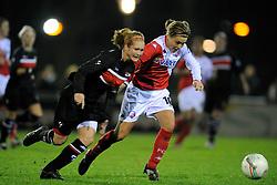 12-11-2009 VOETBAL: FC UTRECHT -AZ VROUWEN: UTRECHT<br /> Utrecht verliest met 1-0 van AZ / Lianne de Vries en Desiree van Lunteren<br /> ©2009-WWW.FOTOHOOGENDOORN.NL