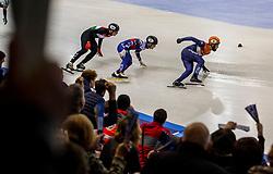 14-01-2018 DUI: ISU European Short Track Championships 2018 day 3, Dresden<br /> Sjinkie Knegt NED #2 doet het weer in de laatste ronde van de relay. Nederland pakt de gouden medaille