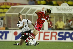 MONACO, FRANCE - Friday, August 24, 2001: Liverpool's Sami Hyypia tackles Bayern Munich's Owen Hargreaves during the UEFA Super Cup Final at the Stade Louis II. (Pic by David Rawcliffe/Propaganda)