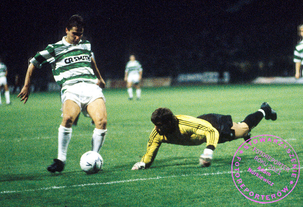 27/09/89 EUROPEAN CUP WINNERS CUP 1ST ROUND 2ND LEG.CELTIC V PARTIZAN BELGRADE (5-4).CELTIC PARK - GLASGOW.Celtic's Dariusz Dziekanowski (left) rounds prostrate Partizan 'keeper Goran Pandurovic before scoring another goal