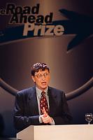 """04.02.1999, Deutschland/Bonn-Beuel:<br /> Bill Gates, Microsoft, spricht während der Preisverleihung des Microsoft """"The Road Ahead Prize"""", Integrierte Gesamtschule Bonn-Beuel<br /> IMAGE: 19990204-03/01-22"""
