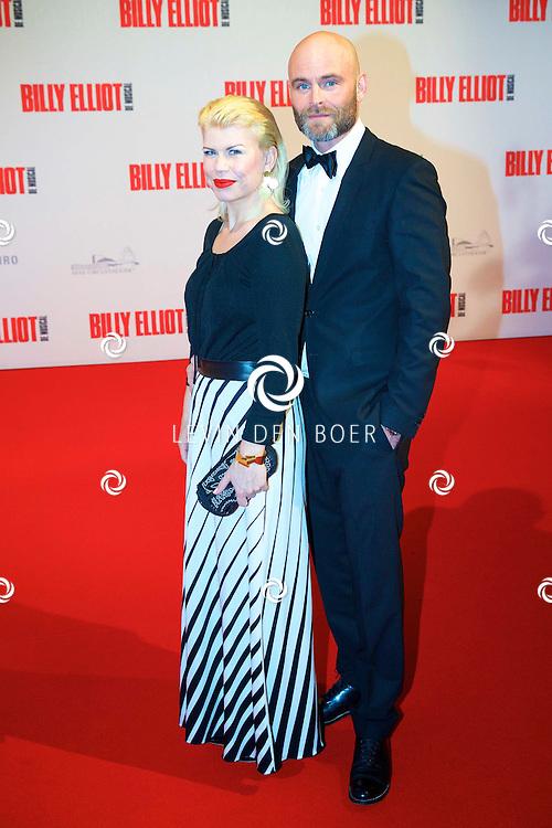 DEN HAAG - In het Afas Theater is de Nederlandse Premiere van Billy Eliot. Met hier op de foto Anne-Marie Jung met partner Burt Rutteman. FOTO LEVIN DEN BOER - PERSFOTO.NU