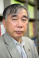 Advokaten Hiroshi Kawahito hjälpte till att sätta upp den första jourlinjen för arbetsrelaterade dödsoffer redan 1988 och vann landets första rättsfall om arbetsrelaterat självmord år 2000. Tokyo, Japan