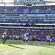 Martellus Bennett, Giants, spills a catch during the New York Giants V Philadelphia Eagles NFL American Football match at MetLife Stadium, East Rutherford, NJ, USA. 30th December 2012. Photo Tim Clayton