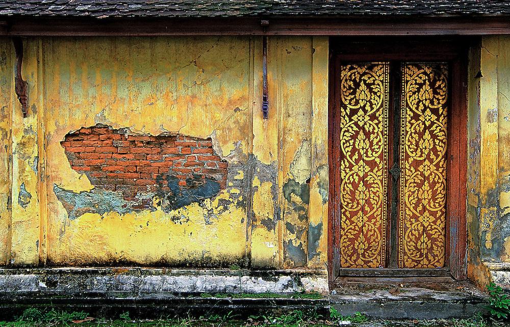 A crumbling wall at Wat Sisaket, Vientiane.