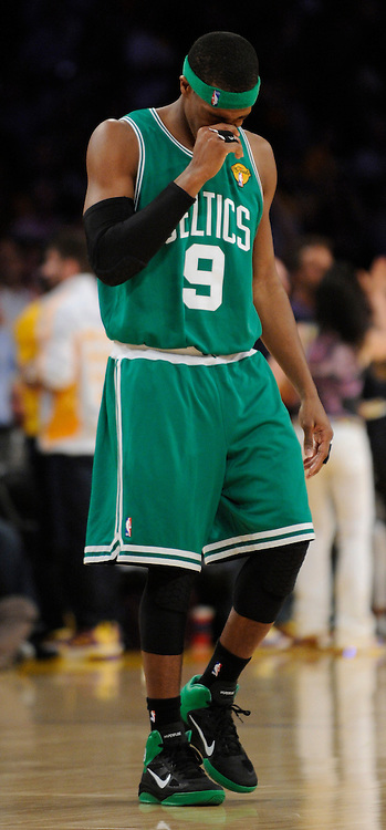 Rajon Rondo covers his face after a shot to the chin drew blood in the 4th quarter. The Lakers defeated the Boston Celtics in game 6 of the NBA Finals 89-67. Los Angeles, CA 06/15/2010 (John McCoy/Staff Photographer).