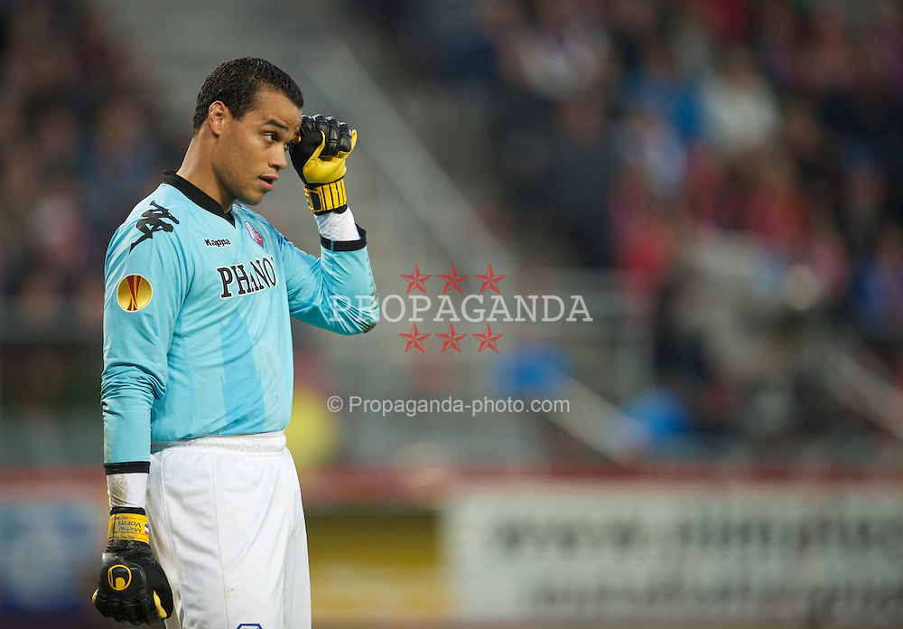 UTRECHT, THE NETHERLANDS - Thursday, September 30, 2010: FC Utrecht's goalkeeper Michel Vorm in action against Liverpool during the UEFA Europa League Group K match at the Stadion Galgenwaard. (Photo by David Rawcliffe/Propaganda)