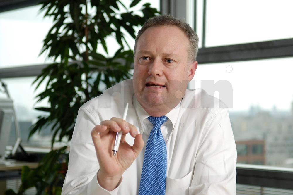 2006, BERLIN/GERMANY:<br /> Hanns-Karsten Kirchmann, Chief Executive Officer, CEO, Toll Collect GmbH, der deutschen Lkw-Mautbetreibergesellschaft, waehrend einem Interview, in seinem Buero, TollCollect GmbH <br /> IMAGE: 20060316-01-009