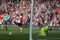 Football - 2017 / 2018 Premier League - Southampton vs. West Ham United<br /> <br /> Southampton's Charlie Austin celebrates scoring his late penalty as a distraut Joe Hart of West Ham on his knees at St Mary's Stadium Southampton<br /> <br /> COLORSPORT/SHAUN BOGGUST