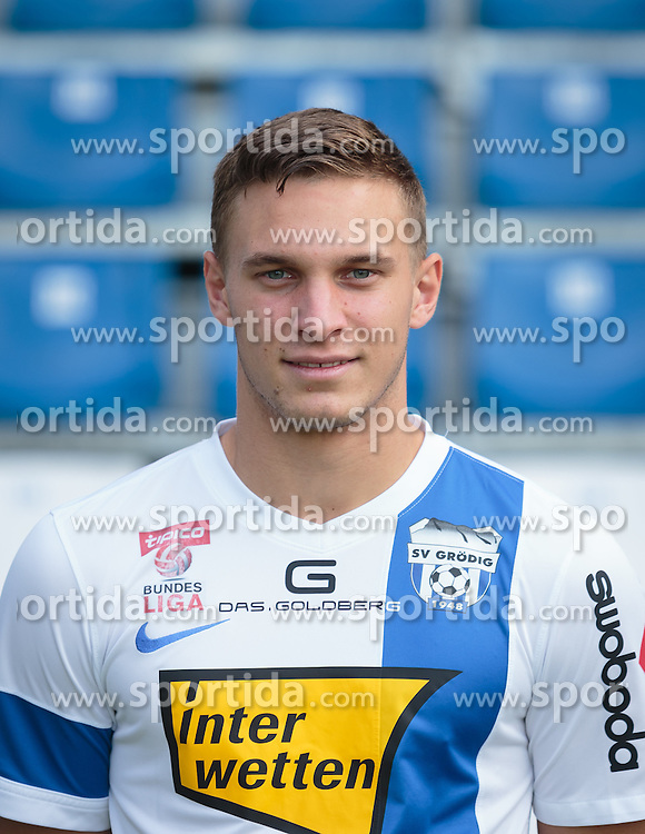 15.09.2015, Das Goldberg Stadion, Groedig, AUT, 1. FBL, Fototermin SV Groedig, im Bild Bernd Gschweidl (SV Groedig) // during the official Team and Portrait Photoshoot of Austrian Football Bundesliga Team SV Groedig at the Das Goldberg Stadion, Groedig, Austria on 2015/09/15. EXPA Pictures © 2015, PhotoCredit: EXPA/ JFK