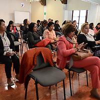 """Toluca, México.- Mujeres asistentes, durante la inauguracion del ciclo de conferencias """"Mujeres Jóvenes en Movimiento, Exito y Abundancia. Agencia MVT / Arturo Hernández."""
