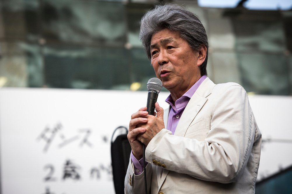 TOKYO, JAPAN - JULY 18 : Journalist Shuntaro Torigoe, a candidate for Tokyo governor delivers a campaign speech during a campaign for the July 31 Tokyo gubernatorial election in front of Shibuya Station, Tokyo, Japan on Monday, July 18, 2016. (Photo: Richard Atrero de Guzman/NUR Photo)