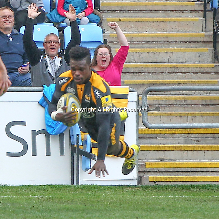 12.03.2016. Ricoh Arena, Coventry, England. Aviva Premiership. Wasps versus Leicester Tigers. Wasps winger Christian Wade dives over for his try score