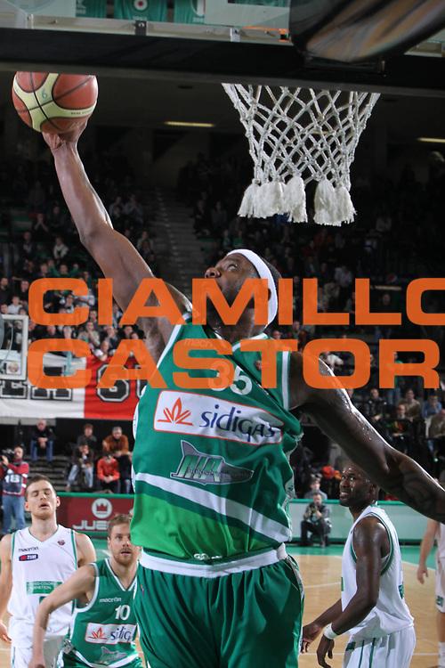 DESCRIZIONE : Treviso Lega A 2011-12 Benetton Treviso Sidigas Avellino<br /> GIOCATORE : Ronald Slay<br /> SQUADRA : Benetton Treviso Sidigas Avellino<br /> EVENTO : Campionato Lega A 2011-2012 <br /> GARA : Benetton Treviso Sidigas Avellino<br /> DATA : 04/02/2012<br /> CATEGORIA : Rimbalzo<br /> SPORT : Pallacanestro <br /> AUTORE : Agenzia Ciamillo-Castoria/G.Contessa<br /> Galleria : Lega Basket A 2011-2012 <br /> Fotonotizia : Treviso Lega A 2011-12 Benetton Treviso Sidigas Avellino<br /> Predfinita :