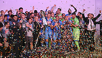 FUSSBALL INTERNATIONAL Supercoppa Italia Finale 2014 in Doha  Juventus Turin - SSC Neapel         22.12.2014 Siegerehrung, Sieger SSC Neapel; Marek Hamsik (Mitte) jubelt mit Pokal, mit Praesident Aurelio De Laurentiis (Mitte li)
