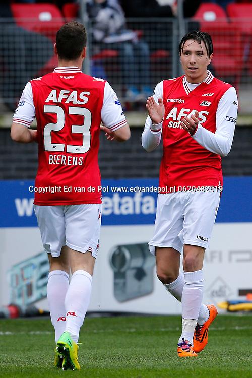 ALKMAAR - 23-03-2014, voetbal, eredivisie, AZ - PEC Zwolle, AFAS Stadion, 2-1, AZ speler Steven Berghuis (r) heeft de 1-0 gescoord, AZ speler Roy Beerens (l).