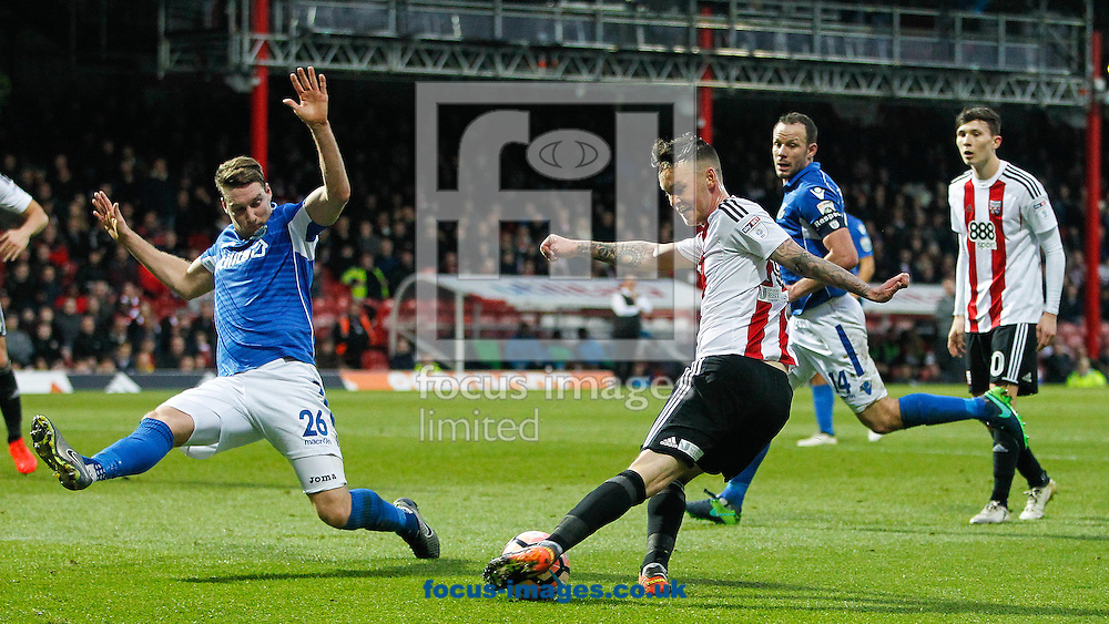 Josh McEachran of Brentford during the FA Cup 3rd round match between  Brentford and Eastleigh FC  at Griffin Park, London<br /> Picture by Mark D Fuller/Focus Images Ltd +44 7774 216216<br /> 07/01/2017