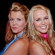 NLD/Utrecht/20110126 - Perspresentatie Sterren Dansen op het IJs 2011, Monique Smit en zus Jenny Smit