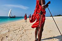 Tanzanie, archipel de Zanzibar, île de Unguja (Zanzibar), Masai sur la plage de Nungwi // Tanzania, Zanzibar island, Unguja, Masai at Nungwi beach