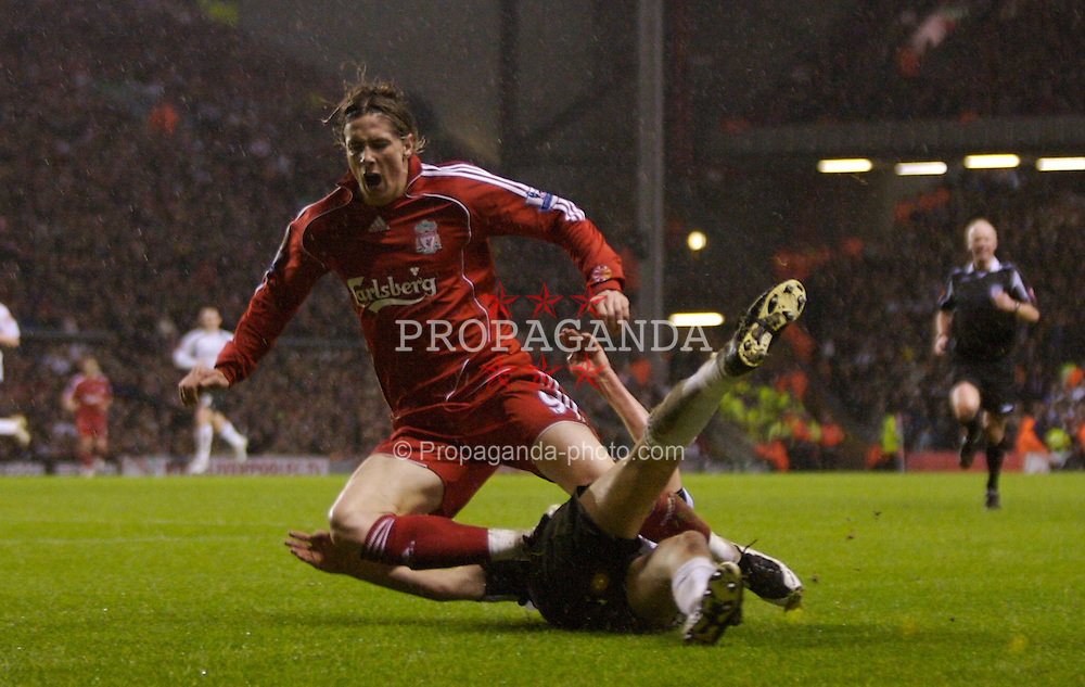 LIVERPOOL, ENGLAND - Tuesday, January 15, 2008: Liverpool's Fernando Torres in action against Luton Town during the FA Cup 3rd Round Replay at Anfield. (Photo by David Rawcliffe/Propaganda)