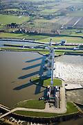 Nederland, Noord-Brabant, Lith, 11-02-2008; stuw in de rivier de Maas, dient om de waterloop te reguleren en het peil te beheren; de Maas is een regenrivier, met met name in de winter grote wateraanvoer (ook door smeltwater), in de zomer (droogte) zorgt de stuw er voor dat de scheepvaart kan blijven doorgaan; in Lith zijn twee sluizen en is naast de stuw een waterkrachtcentrale gebouwd (onder in beeld); sluis en stuw zijn voltooid in 1936, nu rijksmonument; sluis, sluiskolk, schutten..luchtfoto (toeslag); aerial photo (additional fee required); .foto Siebe Swart / photo Siebe Swart